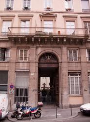 Un immeuble dans la rue Burdeau