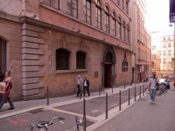 La Condition des soies, rue Saint-Polycarpe, bibliothèque municipale du 1er arrondissement