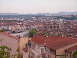 La Cathédrale Saint-Jean et la Saône vues depuis le haut de la Montée de la Grande-Côte