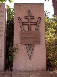 La stèle à Charles de Gaulle sur la place Charles de Gaulle