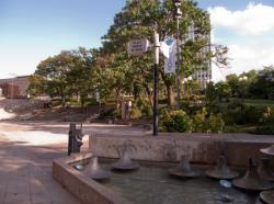 La place Charles de Gaulle et la fontaine