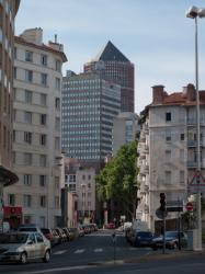 """La Tour EDF et """"Le Crayon"""" vus depuis le boulevard Vivier-Merle"""