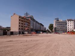 Chantier de prolongement de la rue Mouton-Duvernet et de la T4 vers le carrefour des rues Paul-Bert et de la Villette : immeuble en cours de démolition
