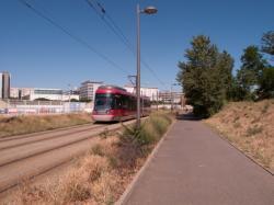 Chantier de prolongement de la rue Mouton-Duvernet et de la T4, la Ligne de l'Est (T3) : une rame Rhônexpress, la piste cyclable