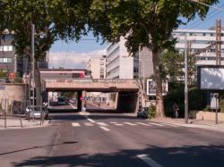 Pont ferroviaire vu depuis l'avenue Félix Faure