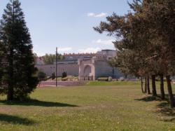 Le Fort Montluc vu depuis l'avenue Félix-Faure