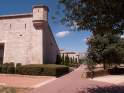 Le Fort Montluc vu depuis la rue Jeanne-Hachette