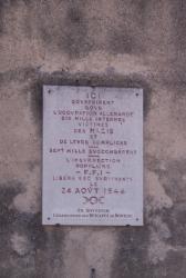 Plaque commémorative sur la Prison Montluc vue depuis la rue Jeanne-Hachette