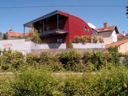 Des maisons en bordure de la Ligne de l'Est (T3)