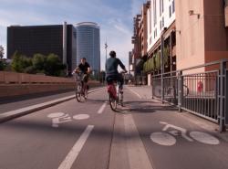 Boulevard Vivier-Merle : piste cyclable et cyclistes