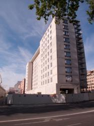 Hôtel en construction au carrefour de l'avenue Georges-Pompidou et de la rue de la Villette