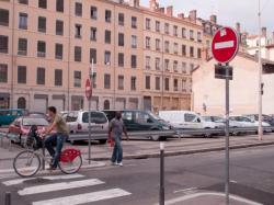 Un terrain délaissé converti en parking rue Bechevelin