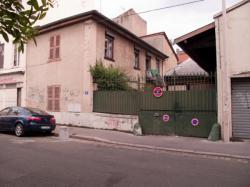 Une maison avec portail rue Sébastien Gryphe