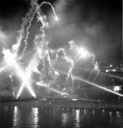 La passerelle du palais de justice sous les feux d'artifices