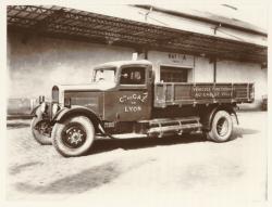 [Compagnie du Gaz de Lyon, démonstration d'un camion à gaz, vers 1935]
