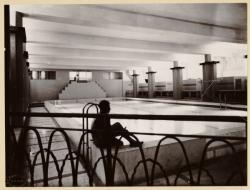 [Gratte-Ciel de Villeurbanne, piscine, vers 1935]