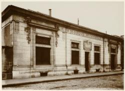 [La nouvelle morgue (après le naufrage du bâteau de la morgue), en 1910]