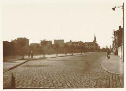 [La Rue de la Gare, à Villeurbanne, vers 1934]