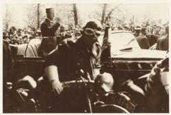 [Le Maréchal Pétain, à Lyon, en novembre 1940]