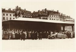 [Le Maréchal Pétain, place Bellecour, en novembre 1940]