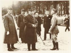 [Le maréchal Pétain et le général Huntziger à Lyon, en novembre 1940]