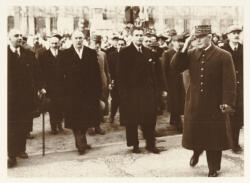 [Le Maréchal Pétain à Lyon, en novembre 1940]