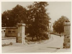 [Porte de Cusset, anciennes fortifications, Villeurbanne, vers 1934]