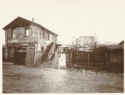 [Une construction d'amateur, à Villeurbanne, vers 1934]