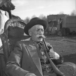 [Portrait d'Alexander Zanko fumant la pipe]