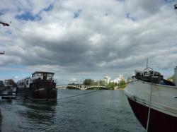 Péniches sur le Rhône entre le pont Pasteur et le confluent