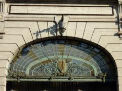 Détail du portail de l'ancienne usine RVI [Renault-Véhicules-Industriels]