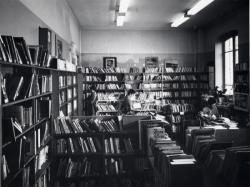 [Salle des adultes de l'ancienne bibliothèque de Saint-Rambert]