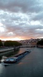 Balade fluviale 07/12 : Une barge au passage du pont de la Feuillée