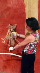 Balade fluviale 11/12 : Présentation d'une marionnette indonésienne...