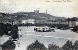 Lyon. - Panorama de la Place Bellecour