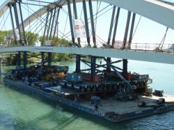 Kamags soutenant les arcs du Pont Raymond-Barre