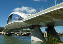 Pont Raymond-Barre vu des berges