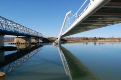 Passerelle Nelson-Mandela reliant Décines-Charpieu à Vaulx-en-Velin