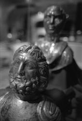 """[Musée de la civilisation gallo-romaine (Lyon). Exposition """"Trésors d'orfèvrerie gallo-romain""""]"""
