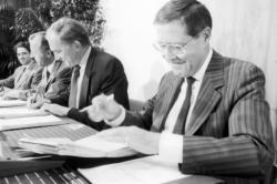 [Signature des accords pour le financement de la gare TGV de Satolas]