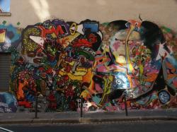 Tag mural à l'angle de la rue Diderot et de la rue Claude Pouteau