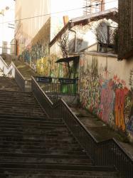 Rue Claude Pouteau : tags muraux