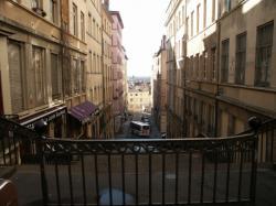Rue Claude Pouteau : Descente vers la rue Burdeau