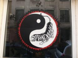 Rue Jacques Imbert-Colomés : Ying-yang dragon