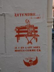"""Rue Capponi : Tag """"Attendre..."""""""