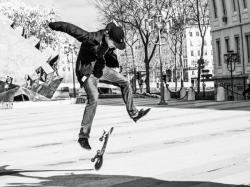 [Skateur place Louis-Pradel, 1er arrondissement]