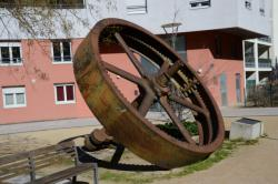 Volant de machine à vapeur de l'usine Rhodiaceta