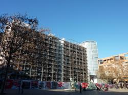 Façade Est du bâtiment B 10 en cours de démolition