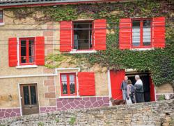 Sur le pas de la porte, Curis-au-Mont-d'Or