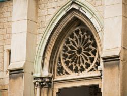 Eglise de Fontaine-sur-Saône, rosace du portail
